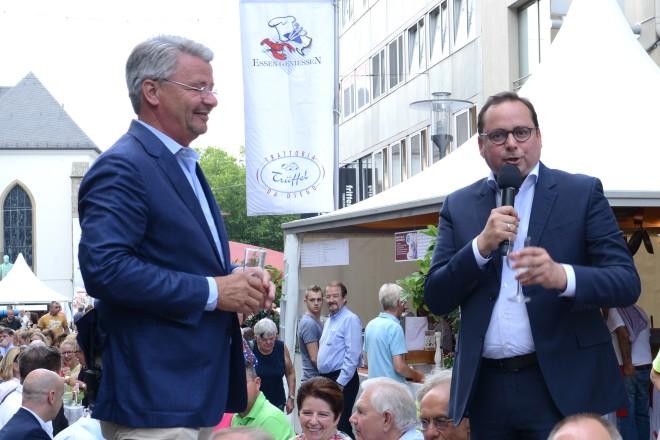 Oberbürgermeister Thomas Kufen und Rainer Bierwirth eröffnen die Gourmetmeile 2018 auf der Kettwigerstrasse
