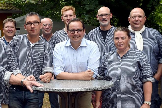 Oberbürgermeister Thomas Kufen besuchte das 25. Sommerfest der Bergbaukolonie Schönebeck.