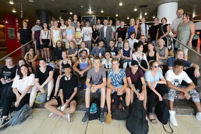 Bürgermeister Rudolf Jelinek begrüßt Jugendliche aus Essener Partnerstädten