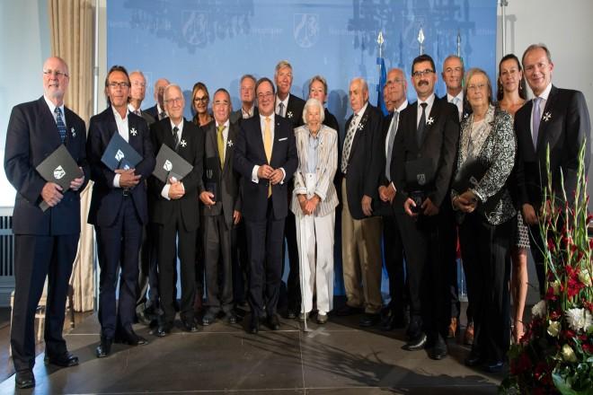 Verleihung des Landesverdienstordens durch Ministerpraesident Armin Laschet auf Schloss Dyck.