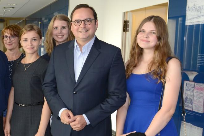 Oberbürgermeister Thomas Kufen begrüßt Germanistikstudentinnen aus Nischni Nowgorod