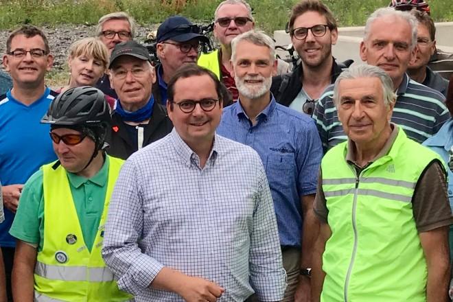 Oberbürgermeister Thomas Kufen bei der Radtour zu bedeutenden Zechenstandorten