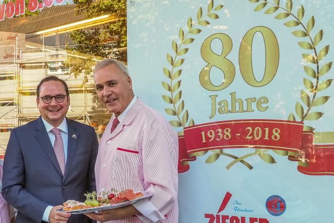 Oberbürgermeister Thomas Kufen gratuliert der Fleischerei Ziegler zum 80jährigen Jubiläum