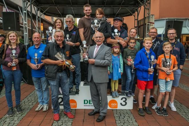 Bürgermeister Rudolf Jelinek bei der Siegerehrung des 32.Steeler ACV Classic