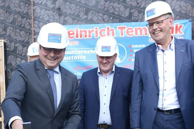 Oberbürgermeister Thomas Kufen bei der Grundsteinlegung für Kindertagesstätte und Sozialzentrum an der Schloßstraße