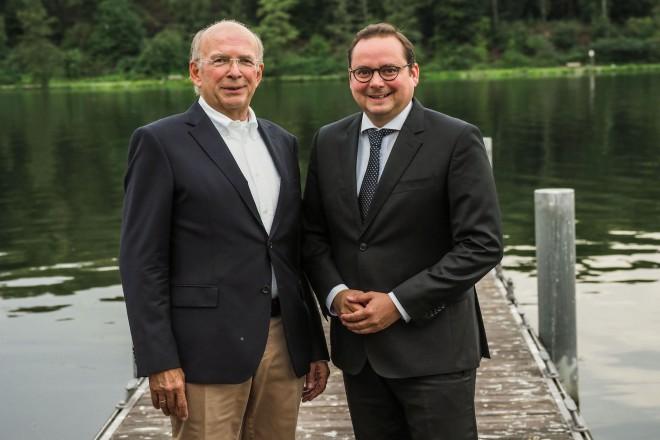 Oberbürgermeister Thomas Kufen gratuliert Hans-Walter Fink zum 70. Geburtstag