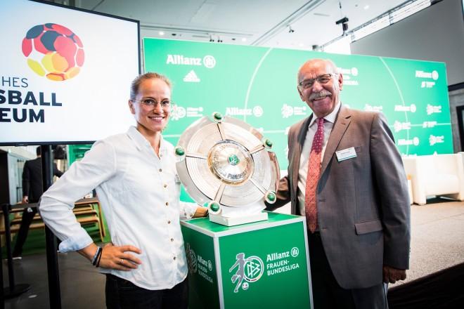 DFB-Saisonauftaktveranstaltungder Allianz Frauen-Bundesliga 2018/2019 im Fußballmuseum Dortmund Bürgermeister Rudolf Jelinek und Irini Ioannidou (SGS Essen