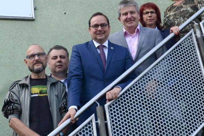 Oberbürgermeister Thomas Kufen (4.v.l ) und Sozialdezernent Peter Renzel ( 5.v.l ) besuchen die Suchthilfe Essen zum Informationsaustausch