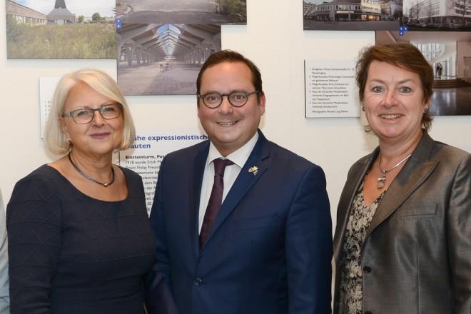 """Oberbürgermeister Thomas Kufen eröffnet die Ausstellung """"Bauhaus Essen- Tel Aviv"""" in der Alten Synagoge"""