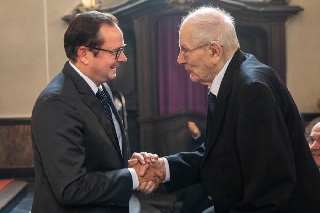 Oberbürgermeister Thomas Kufen gratuliert Prälat Domprobst em.Ferdinand Schulte- Berge zum 100 Geburtstag