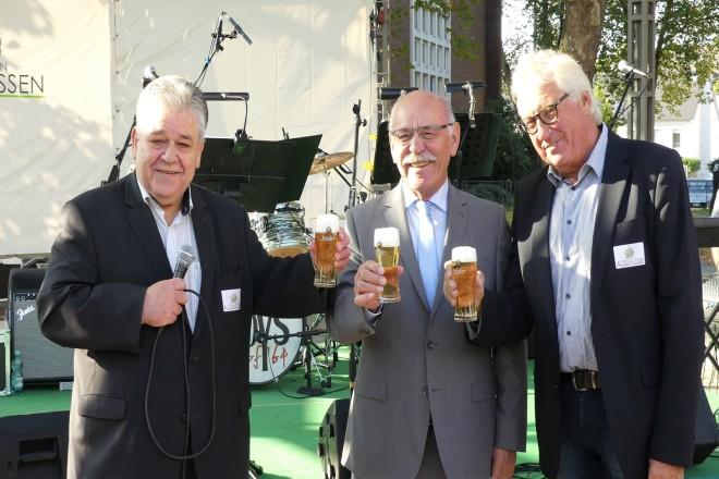 Eröffnung des Altenessener Stadtteilfest v.l.n.r : Bezirksbürgermeister Hans-Wilhelm Zwiehoff, Bürgermeister Rudolf Jelinek und Peter-Arndt Wülfing, Vorsitzender IG Altenessen