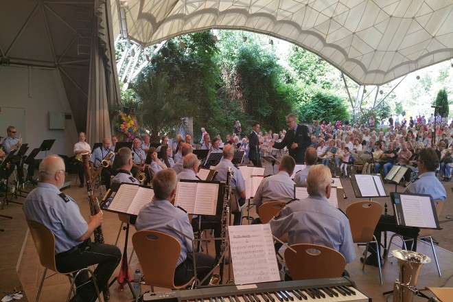Das Landespolizeiorchester NRW tritt im Grugapark auf