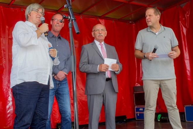 Bürgermeister Rudolf Jelinek eröffnet das Allbau- Sommerfest am Isingplatz