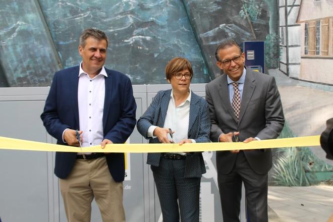 Eröffnung der Radboxen in Steele (v.l.n.r.): Michael Zyweck (Projektkoordinator VRR), Simone Raskob (Umwelt-, Bau- und Sportdezernentin Essen) und Michael Feller (Geschäftsführer Ruhrbahn)
