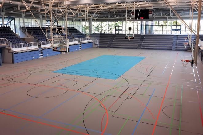 """Foto: Neuer Boden in der Sporthalle """"Am Hallo"""""""