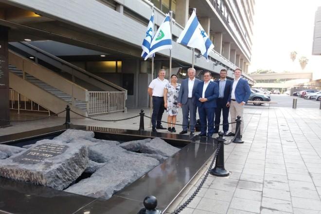 Besuch des Yitzhak Rabin Denkmals in Tel Aviv