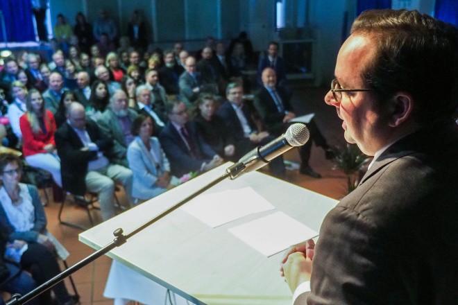 Oberbürgermeister Thomas Kufen bei dem 50. Geburtstag des Gymnasiums Essen Nord-Ost