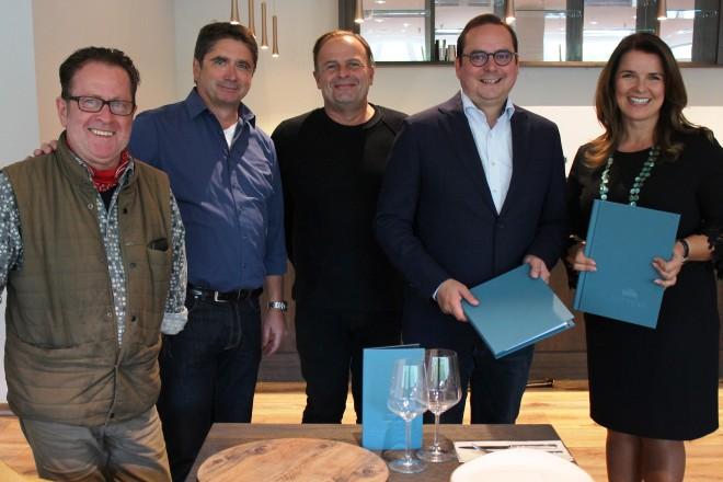 Vorstellung des neuen Philharmonie Clubs (v.l.n.r.): Henri Bach und Wolfgang Fröhlich (beide RGE), Michael Koopmann (EABG), Oberbürgermeister Thomas Kufen und Petra Bühler (RGE)