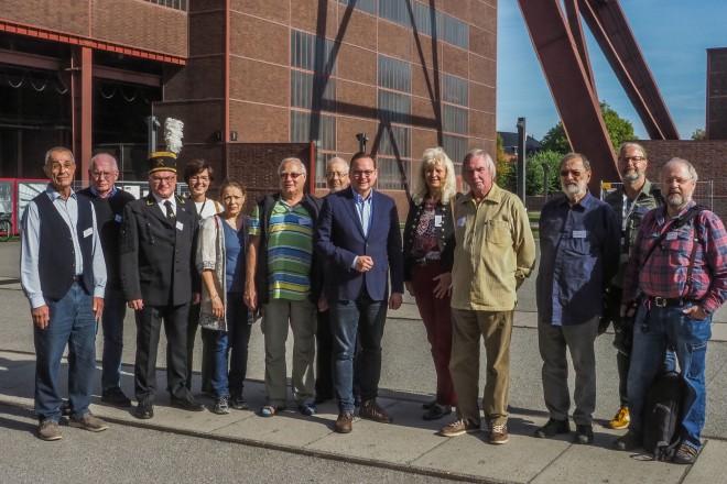 Oberbürgermeister Thomas Kufen bei der Siegerehrung der Deutschen Fotomeisterschaft 2018 auf dem UNESCO-Welterbe Zollverein.