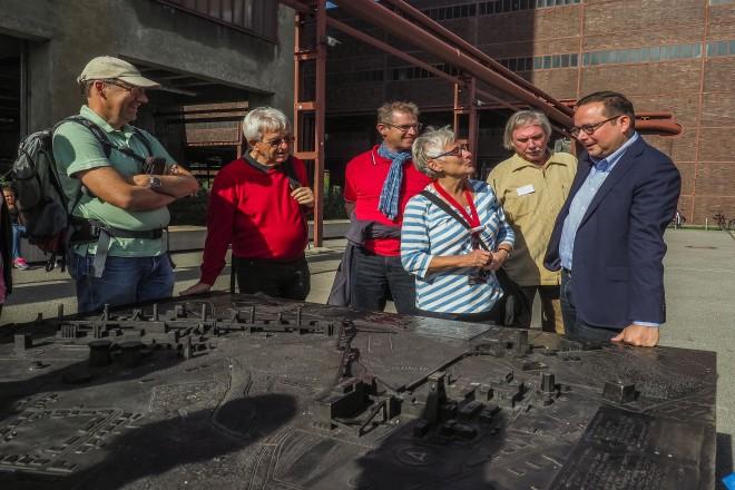 Oberbürgermeister Thomas Kufen mit Teilnehmerinnen und Teilnehmern der Deutschen Fotomeisterschaft 2018 auf dem UNESCO-Welterbe Zollverein.