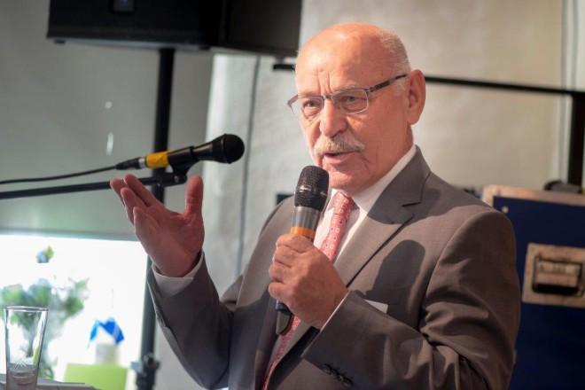 Bürgermeister Rudolf Jelinek spricht Grußworte zur 100-Jahrfeier des Bauverein Kettwig