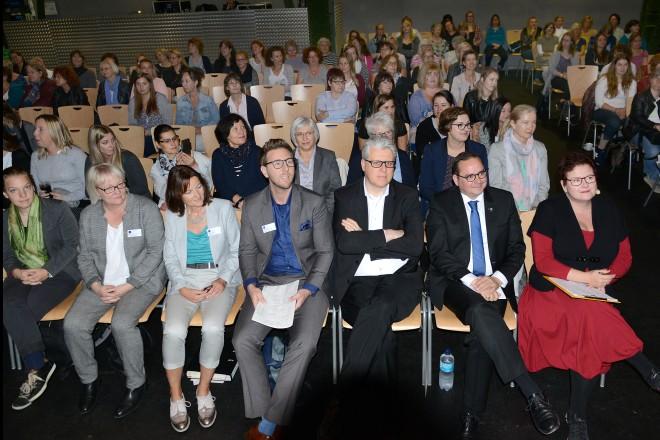 Oberbürgermeister Thomas Kufen und Personaldezernent Christian Kromberg besuchen die Versammlung der weiblichen Beschäftigten der Stadtverwaltung