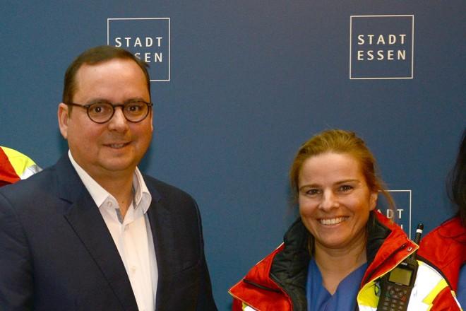 Das Team der Tierrettung Essen zu Gast bei Oberbürgermeister Thomas Kufen