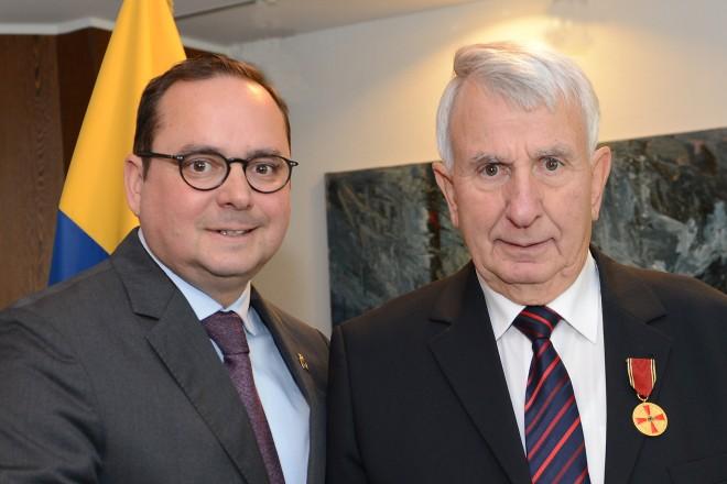 Verleihung des Verdienstordens: Oberbürgermeister Thomas Kufen gratulierte Udo Lang