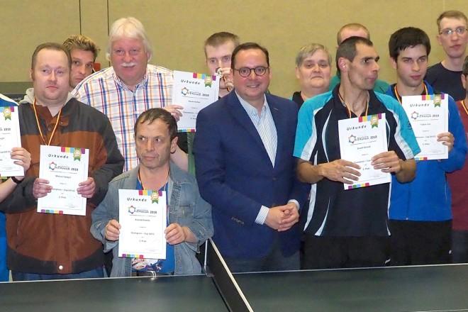 """Oberbürgermeister Thomas Kufen ehrt die Teilnehmer des Tischtennistuniers """"MitMenschen"""" im Franz Sales Haus"""