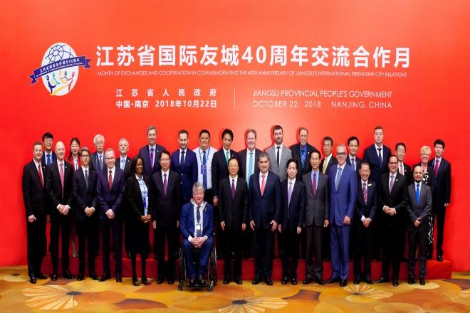 Treffen des Gouverneurs mit den Leitern der 29 Delegationen aus Anlass der Öffnung Chinas und der Reformpolitik vor 40 Jahren