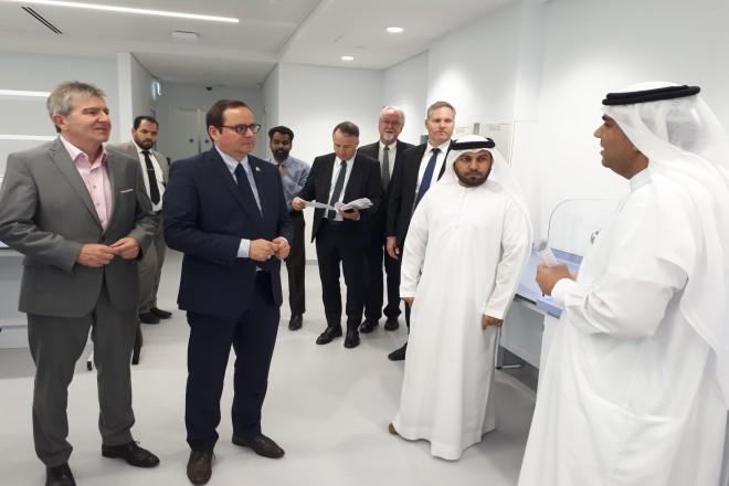 Oberbürgermeister Thomas Kufen, der in Essen für Gesundheit zuständige Dezernent Peter Renzel und EWG-Geschäftsführer Andre Boschem besuchten mit Vertretern der Essener Gesundheitswirtschaft die Dubai Healthcare City (DHCC). (Foto: Stadt Essen)