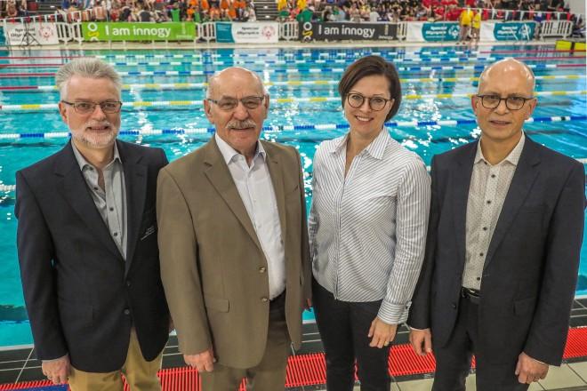 Eröffnung des 12.Special Olympics NRW Schwimmfestes im Bad am Turmfeld v.l.n.r: Alfred Geifller (Vorstand Special Olympics), Bürgermeister Rudolf Jelinek, Brigitte Vogt (innogy) und Hubert Vornholt (Franz Saales Haus)