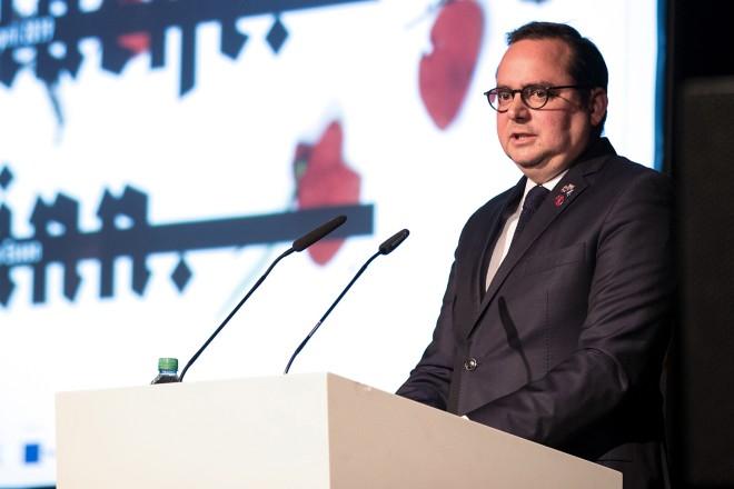 """Oberbürgermeister Thomas Kufen eröffnet die Ausstellung """"Krieg.Macht.Sinn"""" im Ruhrmuseum"""