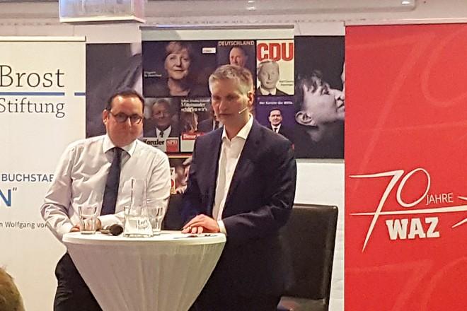 Oberbürgermeister Thomas Kufen stellte sich beim Townhall Meeting im Unperfekthaus den Fragen der Bürgerinnen und Bürgern