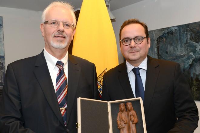 Oberbürgermeister Thomas Kufen verabschiedet Reinhard Schlapka in den Ruhestand