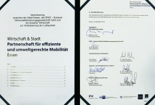 Wirtschaft und Stadt schlossen Mobilitätspartnerschaft