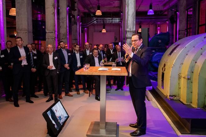 Oberbürgermeister Thomas Kufen gratuliert Bitmarck zum 10jährigen Bestehen