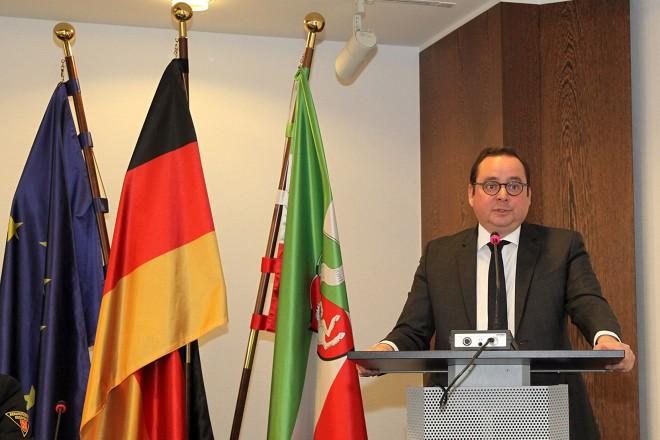 Oberbürgermeister Thomas Kufen spricht Grußworte zur Vollversammlung der bundesdeutschen Berufsfeuerwehren