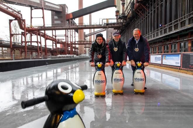 Bürgermeister Rudolf Jelinek eröffnet die Eisbahn auf der Zeche Zollverein
