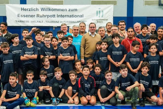 Oberbürgermeister Thomas Kufen besucht das 10. Essener Ruhrpott-International Fuflballturnier 2018 in der Sporthalle Bergeborbeck