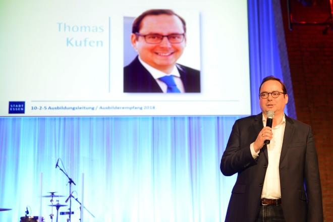 Oberbürgermeister Thomas Kufen begrüßt die Teilnehmerinnen und Teilnehmer des Ausbilderempfangs der Stadt Essen