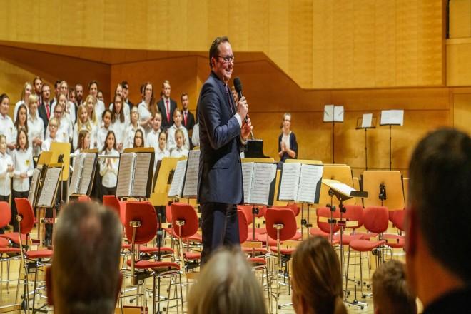 Weihnachtskonzert Essener Steeler Kinderchor zum 70-jährigen Jubiläum In der Philharmonie mit Oberbürgermeister Thomas Kufen.