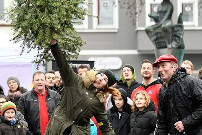 Weihnachtsbäume flogen über den Rüttenscheider Markt