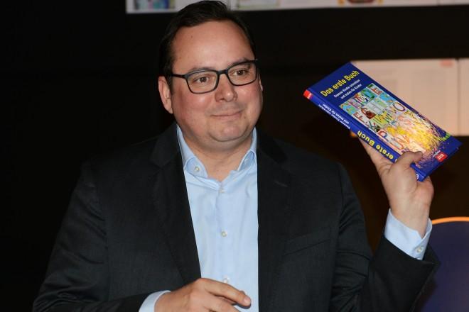 Oberbürgermeister Thomas Kufen liest für die Kinder der Ludgerusschule im Rahmen der Buchübergabe : Das erste Buch für Essen 2018- 2019