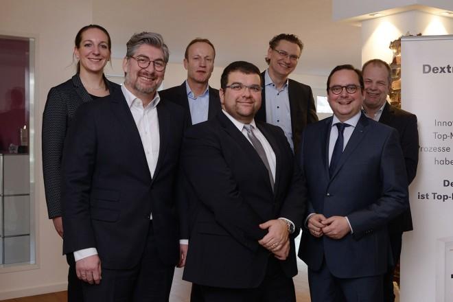 Oberbürgermeister Thomas Kufen (2.v.r.) und Andreas Hill (3.v.l.), EWG - Essener Wirtschaftsförderungsgesellschaft mbH, besuchten heute die Essener DextraData GmbH.