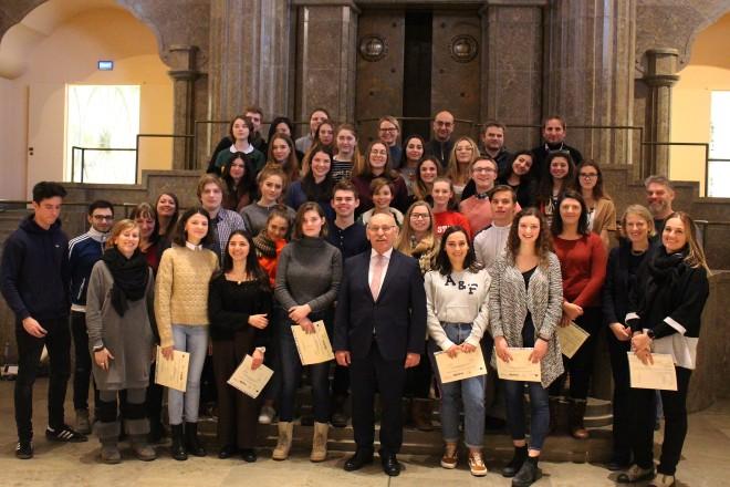Bürgermeister Rudolf Jelinek besucht die Erasmus-Abschlussfeier der Goetheschule.
