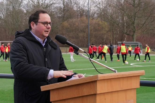Einweihung des Kunstrasenspielfeld an der Bezirkssportanlage Mitte II mit Oberbürgermeister Thomas Kufen