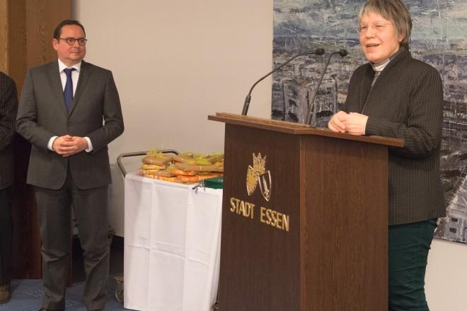 Oberbürgermeister Thomas Kufen mit Dr. Elke Esser-Weckmann, Vorsitzende des Tierschutzvereins Essen
