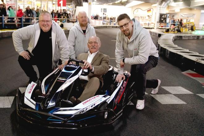 """10 Jahre Charity-Kart-Rennen """"Race for Hospitz"""". V.l.n.r : Heiko Melzow (1. Vorsitzender """"Race 4 Hospiz""""), Lars Lichtenberg, Bürgermeister Rudolf Jelinek und Gerrit Scheil."""