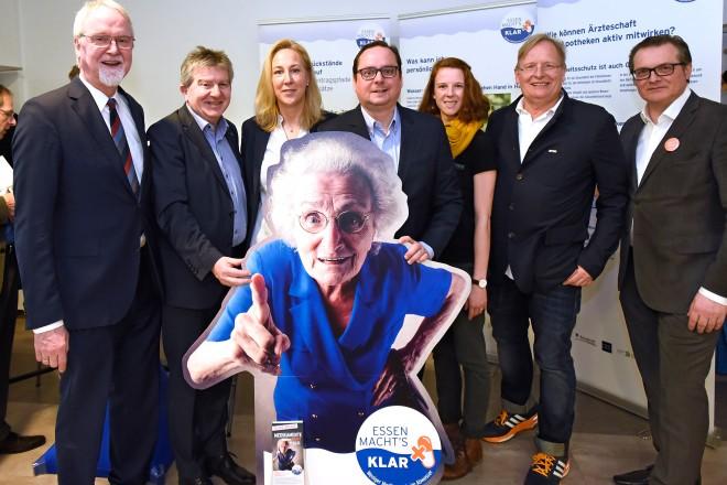 v.l.n.r : Prof. Dr. Thomas Budde, Peter Renzel, Andrea Otte, Thomas Kufen, Fiona Otte, Prof. Dr. Dietrich Grönemeyer, Emrich Welsing